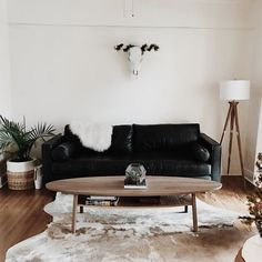 Home Furniture Traditional Home Furniture Living Room Black Sofa Living Room Decor, Living Room Seating, Boho Living Room, Living Room Modern, Living Room Sofa, Living Room Designs, Bedroom Black, Living Rooms, Black Leather Sofa Living Room