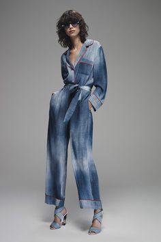 La combi-pantalon de la collection croisière 2016 de Fendi, denim