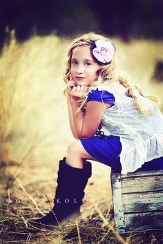 little girl poses - Bing images Little Girl Photography, Children Photography Poses, Toddler Photography, Autumn Photography, Portrait Photography, Children Poses, Outdoor Children Photography, Brother Sister Photography, Preteen Photography