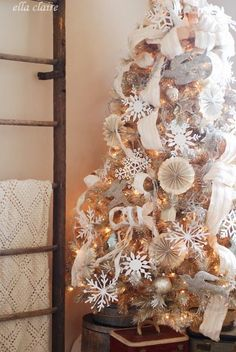 Beautiful neutral Christmas tree by Ella Claire