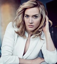 Kate Winslet for St John Kate Winslet, Female Soldier, Blond, Poses, Beautiful Actresses, Medium Hair Styles, New Hair, Beauty Women, Hair Makeup