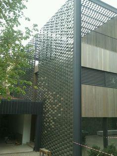 FLEXBRICK. Tejido cerámico Ceramic textiles Tissu céramique Teixit ceràmic. Fachada ventilada/Ventilated facade/Façade ventilée; Celosía colgante/Suspended facade; Fachada ligera/Lightweight facade/Façade légère; Fachada flexible/Flexible façade/Façade flexible; Protección solar de fachada/Brick filter/Ecran de protection soleil; Envolvente continua/Continuous envelope/Enveloppe continue; Cubierta plana/Flat roof/Toit plat; Pergola; Filtro solar/Sunscreen/Filtre solaire