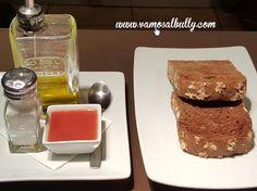 Hoy desayunas sano. Tostada integral con aceite y tomate. Hoy desayunas en el #vamosalbully #donostia #SanSebastian Abrimos a las 10:00h