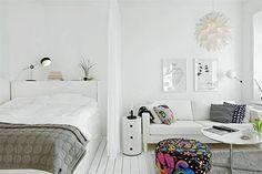 10 ideas para dividir tu monoambiente  Una suave cortina es un recurso liviano y fácil de poner en práctica.         Foto:Gravity-gravity.tumblr.com