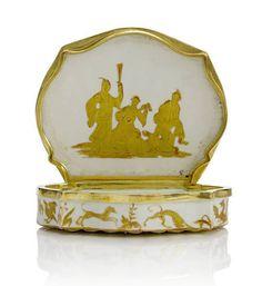 A very rare gold-mounted shell-shaped snuff box, probably Vezzi, circa 1725