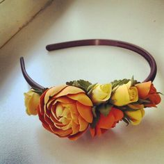 Ободок с лютиками и розами