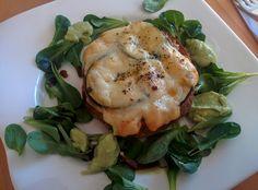 Zucchini-Toast mit Vogerlsalat (aus dem eigenen Garten)
