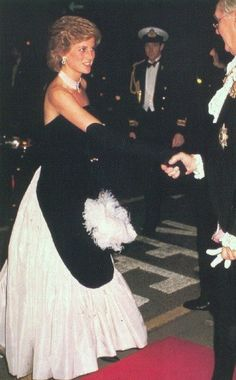 the-peoples-princess:  Diana in December 1985 at The Worshipful Company of Fan Makers Banquet at Mansion House.