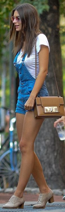 Who made Emily Ratajkowski's brown handbag and denim romper?