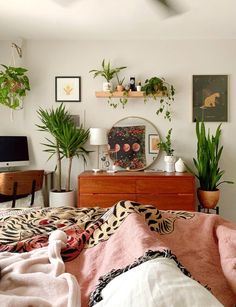 view from my bed is so nice 🌿🌿 : houseplants Room Ideas Bedroom, Home Bedroom, Bedroom Decor, 70s Bedroom, Basement Bedrooms, Aesthetic Room Decor, My New Room, My Room, Room Inspiration