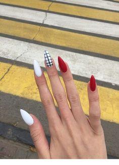 beautiful french nail designs ideas that trending now 23 ~ my.easy-cookings… beautiful french nail designs ideas that trending now 23 ~ my. Edgy Nails, Grunge Nails, Stylish Nails, Swag Nails, Almond Acrylic Nails, Summer Acrylic Nails, Best Acrylic Nails, French Nail Designs, Acrylic Nail Designs