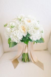 I like the ribbon on the bouquet