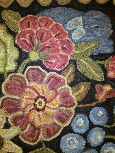 A closer look - A Secret Garden designed by Karen Kahle. Hooked by Nancy Bachand Congrats ladies… stunning! Rug Hooking Designs, Rug Hooking Patterns, Latch Hook Rugs, Rug Inspiration, Hand Hooked Rugs, Penny Rugs, Karen, Wool Applique, Rug Making