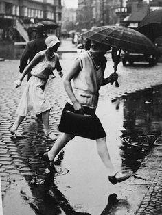 Friedrich Seidenstücker  Pfützenspringerinnen, 1925  [Jumping the puddle, 1925]