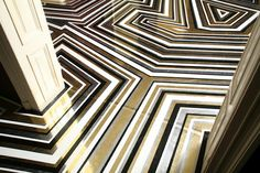 Such a dynamic pattern, the metallic gold plays beautifully with the white and black. So chic and dramatic!