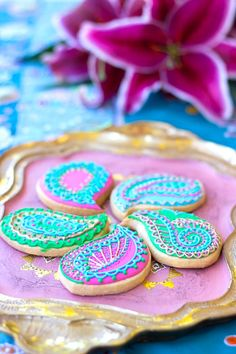 Paisley cookies from Bollywood Inspired Birthday Party at Kara's Party Ideas… Moroccan Theme Party, Indian Party Themes, Indian Birthday Parties, 13th Birthday Parties, Birthday Party Themes, Bollywood Party Decorations, Bollywood Theme Party, Bollywood Cake, Party Hacks