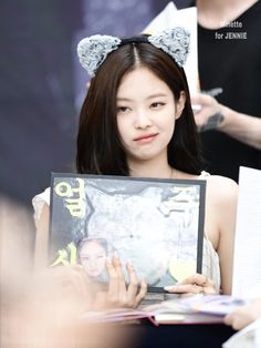 Your source of news on YG's biggest girl group, BLACKPINK! Please do not edit or remove the logo of. Kim Jennie, South Korean Girls, Korean Girl Groups, Rapper, Yg Entertainment, Korean Singer, Photo Book, Cool Girl, How To Look Better