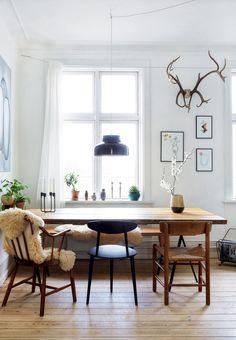 DIY art, homemade furniture, beautiful plants and vintage finds : Linnea Jakobsen has filled his C… – light Decoration Inspiration, Dining Room Inspiration, Decor Ideas, Decorating Ideas, Cheap Wooden Flooring, Rooms Ideas, Küchen Design, House Design, Design Ideas