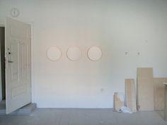 2013. obiekty. zmeczone oko. srednica 40 cm. drewno akryl.