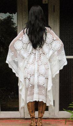 Vestido de ganchillo bohemio Womans de cuento de hadas. Bonito vestido de ganchillo Cómodo y suave.  Medidas: Busto: 56 alrededor (142 CM) Cadera: 56 pulgadas alrededor de Longitud: 39(99 CM)  Cuidado de: Mano o con máquina de lavar