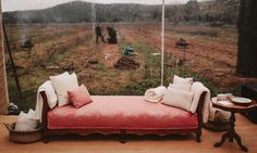 #details #detalles #weeding #weedingdetails #events #eventos #sofas #estilo Outdoor Furniture, Outdoor Decor, Sofas, Lounge, Couch, Weeding, Bed, Home Decor, Outdoor Weddings