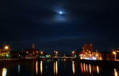 青森市堤橋と月…2