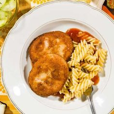 Rezept für Jägerschnitzel DDR mit Tomatensauce und Spirellinudeln · Effilee The good old original GDR hunter's schnitzel from finger-thick slices of the Jagdwurst with Spirelli noodles and tomato sauce Healthy Recipes For Diabetics, Healthy Drinks, Diet Recipes, Vegetarian Recipes, Healthy Eating, Healthy Meals, Food Menu, A Food, Food And Drink