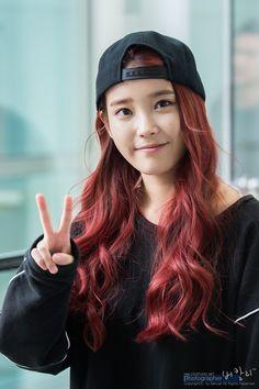 Another K-star trying out the 'bright hair' trend, it's IU! Iu Short Hair, Short Hair Styles, World's Cutest Girl, Korean Airport Fashion, Kai, Kim Book, Bright Hair, Red Hair Color, Asia Girl