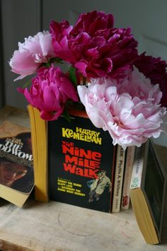 Paperback Vase    great gift idea.   use magazines too