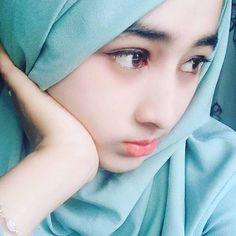 Pin Image by Chantik manja Beautiful Hijab Girl, Beautiful Muslim Women, Beautiful Girl Photo, Beautiful Girl Indian, Stylish Hijab, Hijab Chic, Niqab Fashion, Girl Fashion, Hijab Niqab