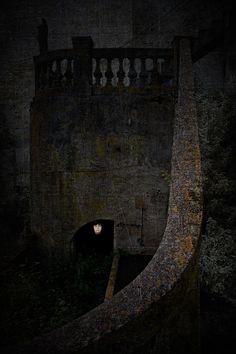 Rincón imaginario bajo la escalera de la casa de Figueirúa