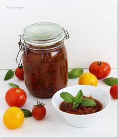 Gizi-receptjei: Lilahagymás-bazsalikomos paradicsom chutney. Chutney, Compost, Salsa, Food, Cilantro, Gravy, Composters, Chutneys, Salsa Music