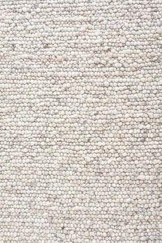 VKW voert een eigen exclusieve collectie vloerkleden onder de naam Home Collection. De Sten is n van deze exclusieve producten. De Sten 115 is een geweven kleed. Het is een kleed van wol dat in India geweven is. Het kleed heeft een platte structuur en een tijdloos design. Het kleed is dubbelzijdig te gebruiken en is in verschillende soorten en maten beschikbaar.