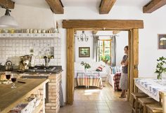 Viata la tara e tot ce si-a dorit. Si ce casa are! Living Place, Dining Room Inspiration, Cabins And Cottages, Design Case, Dream Decor, Beautiful Interiors, Home Furniture, Sweet Home, New Homes