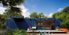 Analizaremos una casa de dos pisos construida con cuatro contenedoresque tiene como característica principal la posibilidad detransformarse de acuerdo a demanda, puedeutilizarse para vivir cómod…