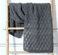 Susanne Gustafsson has some beautiful free knitting and crochet patterns on her website. For baby, children and adults. This shawl is particularly lovely. [will need to translate for English] Knitting For Charity, Knitting For Kids, Free Knitting, Knitting Patterns, Crochet Patterns, Drops Design, Rowan Felted Tweed, Creative Textiles, Tejidos