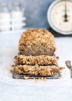 A moist chai banana bread topped with chai streusel. So perfect for the weekend!