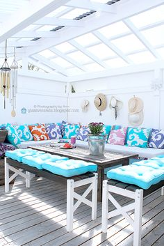 I'd use different colours but I love how much space there is! Outdoor Tables, Outdoor Spaces, Outdoor Decor, Sunroom, Outdoor Gardens, Terrace, Relax, Lounge, Colours
