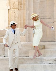 "Kirsten Dunst and Viggo Mortensen look absolutely freaking stunning in these on-set shots from the filming of ""The Two Faces of January"" at the Acropolis in Athens. Kirsten Dunst, Viggo Mortensen, Costume Blanc, Estilo Preppy, Ladylike Style, Stylish Couple, Two Faces, Fashion Couple, Period Costumes"