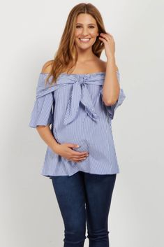 We love this gorgeous top that will keep you in style this year. A pretty off shoulder style with a tie front bow detail gives you a clean look that is perfect for the warmer season. Style this top with white jeans and wedges for a complete ensemble. Maternity Dress Outfits, Stylish Maternity, Pregnancy Outfits, Maternity Tops, Maternity Wear, Maternity Fashion, Maternity Pictures, Look Legging, Pregnancy Fashion