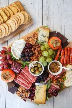 How to make a charcuterie and cheese board your guests will love. [ad] #tryalittlegoodness #goodnessknows
