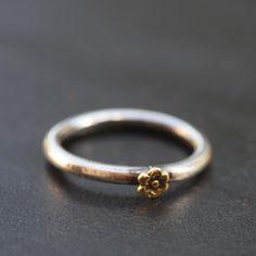 Alliance argent et fleur or de Gilbery-Gilbert pour l'Atelier des Bijoux Créateurs