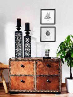 Aparador de Couro e Tachas de Metal. Designer: Living and Room.