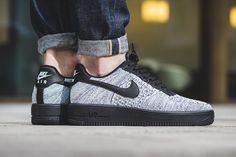 W sklepach Nike Sportswear pojawiły się buty Air Foce 1 Ultra Flyknit Low w kolorystyce opisywanej jako Glacier Blue / Black - White. Zobacz zdjęcia