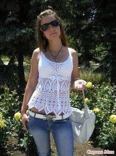 Blusa ligera a crochet para el verano