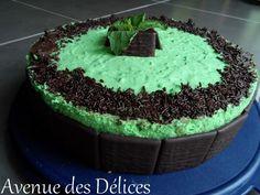 Sur le site de recettes LA-Recette-de-cuisine.com, j'ai découvert cette recette de Bavarois chocolat-menthe que j'ai eu envie de tester et qui a plut. Tout d'abord je réalise ma génoise de biscuit roulé que je fais cuire dans un cercle à pâtisserie posé...