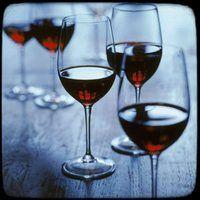 Trouvez et organisez des ventes de vin entre amis et voisins, proposez les crus de nos marques partenaires et augmentez vos revenus ! www.eloyelo.com