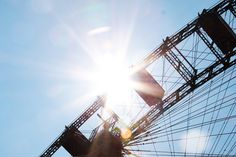 Die stadtbekannt Sonnenschutztipps | Stadtbekannt Wien | Das Wiener Online Magazin Online Magazine, Ferris Wheel, Fair Grounds, Travel, Tips And Tricks, City, Summer, Voyage, Viajes
