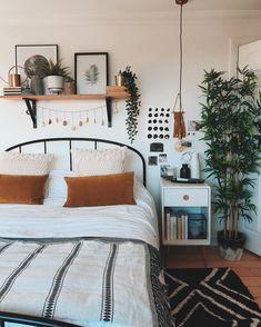 Room Ideas Bedroom, Home Bedroom, Bedroom Inspo, Small Bedroom Decorating, Decorating Small Bedrooms, Small Bedroom Inspiration, White Wall Bedroom, Light Bedroom, Small Bedroom Designs