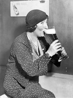 Photo: Woman Drinking Out of a Big Beer Glass : 24x18in Funny Mothers Day, Mothers Day Cards, Vintage Photographs, Vintage Images, Bar Deco, Vintage Photography Women, Hump Day Humor, Beer History, Cultures Du Monde